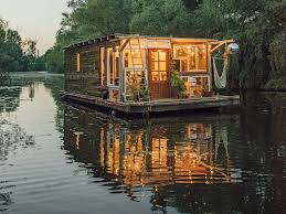 100 Boat Homes That Are Making Waves 1843