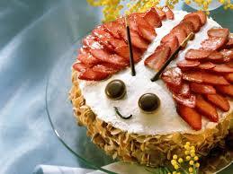 maikäfer torte mit erdbeeren und marzipan