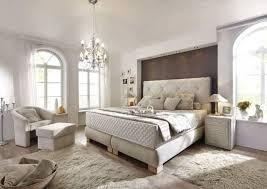 schlafzimmer mit boxspringbett schlafzimmer dekorieren