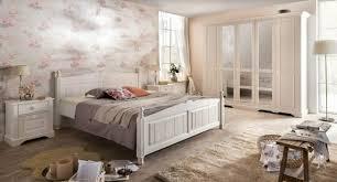 schlafzimmer pina im landhausstil in weiss pinie teilmassiv
