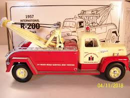 1ST International R-200 Tow Truck