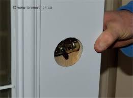comment faire l installation d une poignée de porte