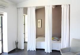 rideaux en comme saparation de galerie avec rideau de