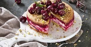 cremige kirsch quark torte mit fruchtswirl