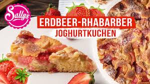 erdbeer rhabarber joghurtkuchen saftig und locker sallys welt