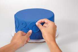 Wilton Decorator Preferred Fondant Gluten Free by Wilton 710 2306 Decorator Preferred Fondant 24 Ounce Blue