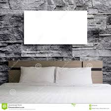 leerer rahmen auf steinwand im schlafzimmer stockfoto bild