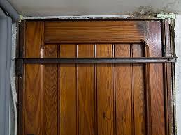 barre securite porte entree sécuriser sa maison à moindre frais