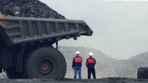 100 Huge Trucks Huge Dump Trucks Carry The Rock In The Quarry Stock Video Footage