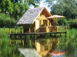 chalet sur l eau hébergements pour nuits insolites cabane sur l eau en