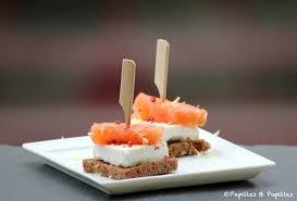 canapés saumon fumé toasts au noir fromage à la crème et saumon fumé