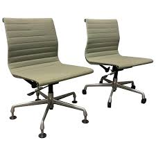 Fabric Office Chairs With Wheels Mesh Vs Upholstered Fabric Office ... Chair Plastic Screen Cloth Venlation Computer Household Brown Microfiber Fabric Computer Office Desk Chair Ebay Desk Fniture Cool Rolly Chairs For Modern Office Ideas Fabric Teacher Caster Wheels Accessible Walmart Good Director Chairs Mesh Cloth Chair Multi Functional Basic Covered Stock Image Of Fashion Adjustable Arms High Back Blue Shop Small Size Mesh Without Armrest Black Free Tc Keno Ch0137 121 Contemporary Black Lobby Wood Side World Market Upholstered In Check