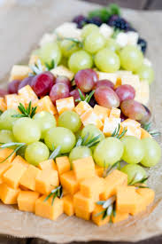 How To Make A Christmas Tree Fruit Cheese Platter
