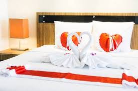 romantische schöne luxus bett dekoration mit herzkissen