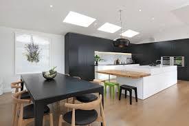 aménagement cuisine salle à manger aménagement cuisine blanche et bois 35 idées cool cuisines