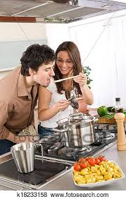pärchen koch in kueche mann geschmack essen stock