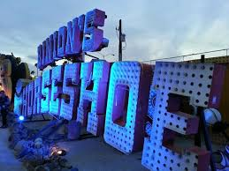 horseshoe sign with individual light bulbs picture of the