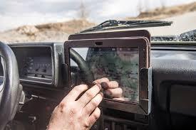 Create A Powerful Digital Cockpit With An IPad On Your Car Dashboard ...