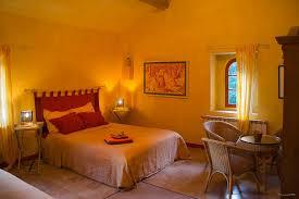 la chambre jaune réserver la chambre jaune à partir de 85 avec le petit déjeuner