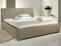 chambre avec tete de lit chambre tete de lit design lit design taupe avec tete lit