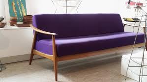 canape violet decoration meubles vintage canapé violet les ées 60 les