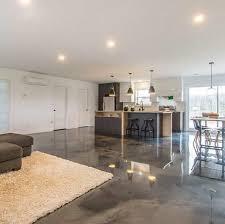 epoxidharzboden in einer wohnküche verlegt wohnzimmer