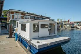 100 Lake Union Houseboat For Sale Tiny Houseboat Is Just 200 Square Feet And 75K
