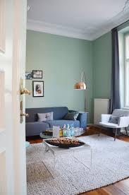 hüterin der freiheit alpina feine farben im wohnzimmer