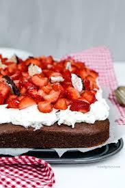 erdbeer schoko kuchen mit schokokuss sahne rezept