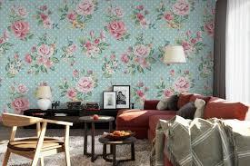 wandgestaltung mit rosentapete für ein romantisches flair zu