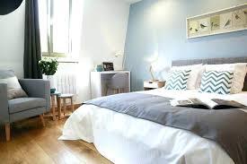 rideau chambre parents decoration chambre adulte gris rideau au dessus du lit deco chambre