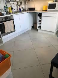 ikea faktum küche l form weiß hochglanz mit herd u kühlschrank