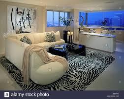 wohnzimmer wohn lebensstil innenraum fenster blau licht