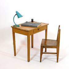 bureau enfant vintage bureau vintage pour enfant et sa chaise 60 s 70 s landco