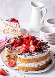 stracciatella tiramisu torte mit erdbeeren s