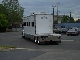 See Why Heavy Duty Trucks Are Best For RV Towing With A 5th Wheel ...