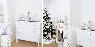 weiße kommode mit trellismuster winterlicher deko instashop