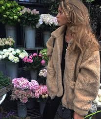 Winter Fashion 342k Followers 549 Following 976 Posts