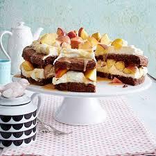 schokoladen mascarponekuchen mit pfirsichen
