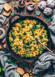 brokkoli nudelauflauf mit veganer käsesauce