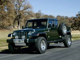 Visual Comparison Between The 2020 Jeep Gladiator And The 2005 Jeep ...