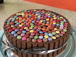 bunte smarties schokoladen geburtstagstorte