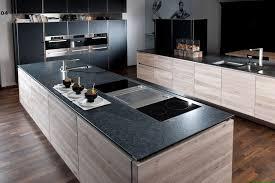 arbeitsplatten vergleich was ist besser corian oder granit