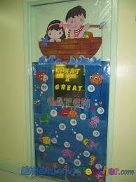 Easy Christmas Classroom Door Decorating Ideas by Classroom Door Decorations Classroom Door Decor Little Running