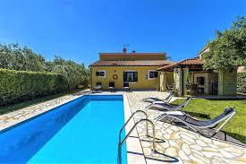 ferienhaus geräumige villa balun mit 3 schlafzimmern und pool in porec istrien für 8 personen kroatien