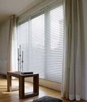 jalousien für ihr wohnzimmer perfekter sonnenschutz de