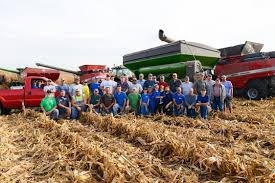 Bill Bates Pumpkin Patch by Farmers Harvest Hundreds Of Acres In One Day To Help Friend With