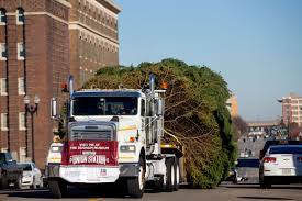 12 Ft Christmas Tree Sams Club by Omahans U0027 45 Foot Tree U0027a Real Beauty U0027 Heads To Durham Museum For