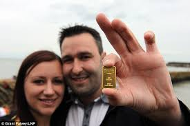 Couple dig up gold bar on beach in Kent as hunt continues for £10k