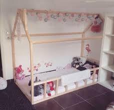 cabane dans la chambre lit cabane esprit montessori choisir lit cabane chambre enfant